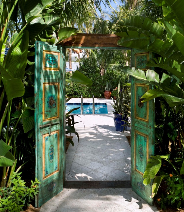 pool doorway closeup no chaise
